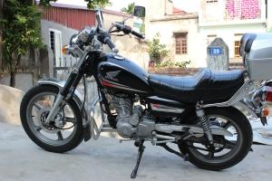 Je vous présente ma Honda 2009 CM Master, 150 cc. Les papiers, par contre, indiquent qu'il s'agit d'une 125 cc.