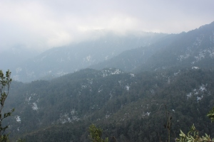 Les montagnes enneigées à l'approche de Sa Pa.